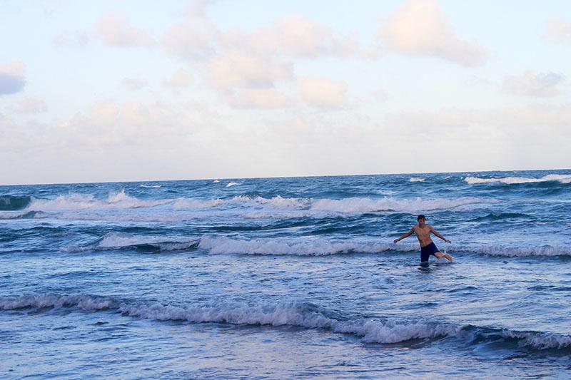 Trey Playing in Ocean 800
