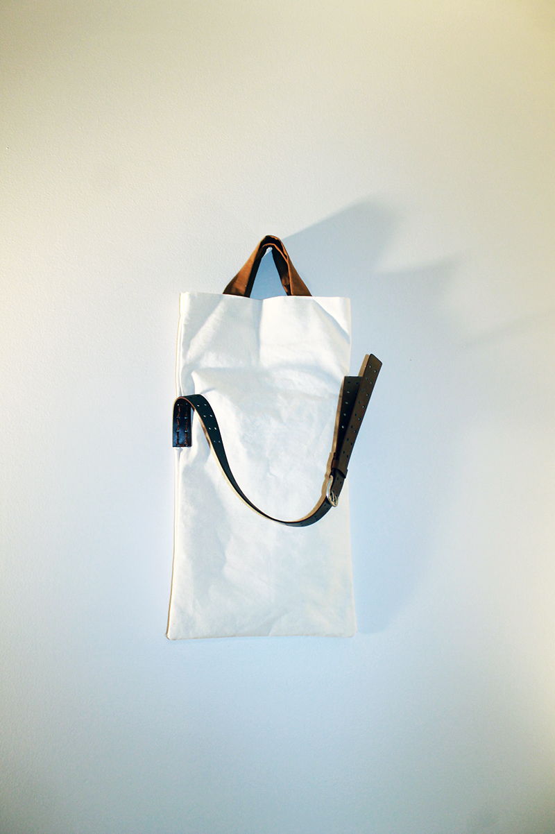 White Canvas Bag hanging wall full 800