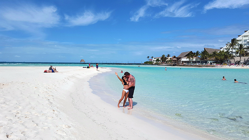 Kissing in the Caribbean Small